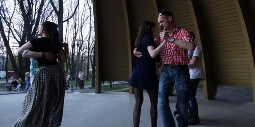 kielce wiadomości Tańczyli o zachodzie słońca w parku (ZDJĘCIA)