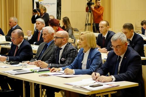kielce wiadomości Radni Sejmiku obradowali. Wybrano komisje i ustalono pensję marszałka