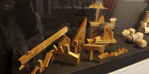 kielce kultura Plastic isn't fantastic czyli drewniane zabawki w Instytucie Diza