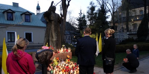 kielce wiadomości Kielczanie pamiętali o papieżu Janie Pawle II (ZDJĘCIA)
