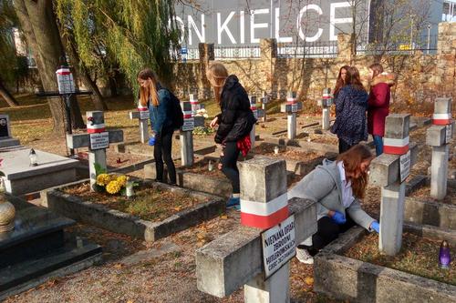 kielce wiadomości Sprzątali groby zapomnianych bohaterów (ZDJĘCIA)
