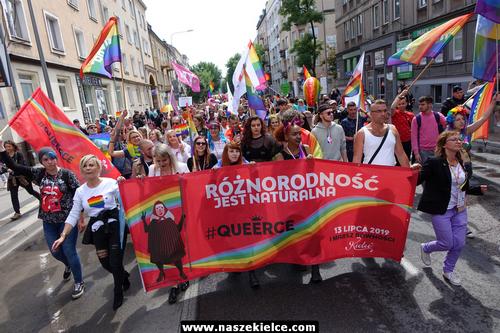 kielce wiadomości Pierwszy kielecki Marsz Równości już za nami. Przez miasto przeszedł tłum ludzi (ZDJĘCIA,WIDEO)