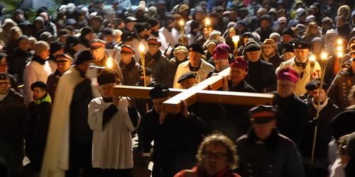 kielce wiadomości Tłumy szły za krzyżem w centrum Kielc (ZDJĘCIA,WIDEO)