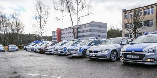 kielce wiadomości Policja ma nowe radiowozy. Wśród nich nieoznakowane 250-konne BMW (ZDJĘCIA)