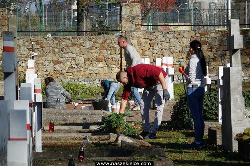 kielce wiadomości Sprzątali groby poległych (ZDJĘCIA)