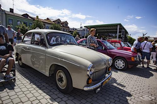 kielce wiadomości Zabytkowe pojazdy gościły na opatowskim rynku (ZDJĘCIA)
