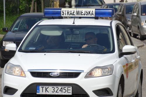 kielce wiadomości Ojciec bił dziecko na ulicy. 6-latek prosił o pomoc strażników miejskich