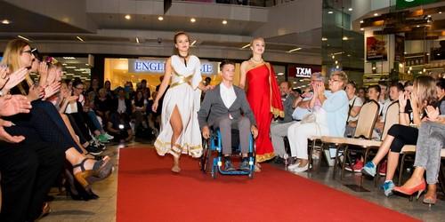 kielce wiadomości Pokaz mody w Galerii Korona. W roli modeli wystąpili niepełnosprawni (ZDJĘCIA)
