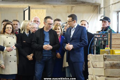 kielce wiadomości Szef rządu w fabryce palet. Premier Morawiecki odwiedził Zagnańsk (ZDJĘCIA,WIDEO)