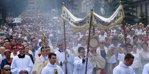 kielce wiadomości Tłumy na procesji Bożego Ciała w centrum Kielc (ZDJĘCIA,WIDEO)