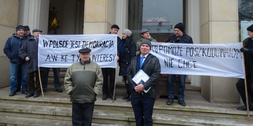 kielce wiadomości Poszkodowani przez sądy protestowali pod Sądem Okręgowym (WIDEO)