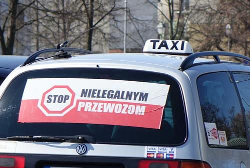 kielce wiadomości Kieleccy taksówkarze protestują przeciwko nielegalnym przewozom (WIDEO)