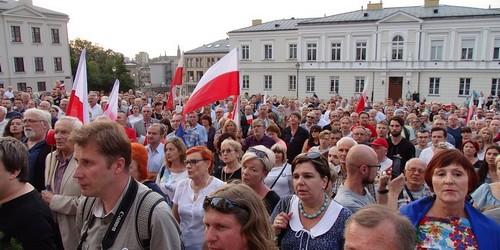 """kielce wiadomości Manifestacja w obronie """"wolnych sądów"""" przeszła przez Kielce ("""