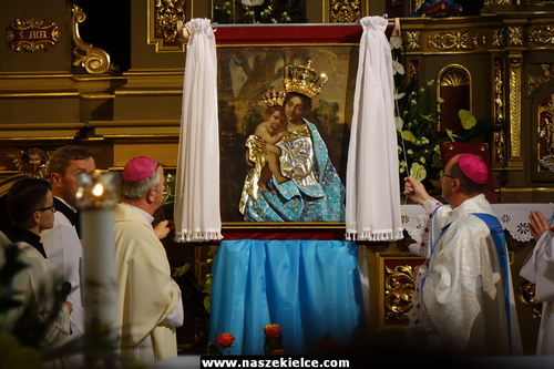 """kielce wiadomości Prymas Polski w Piekoszowie. Poświęcił """"szaty dla Maryi"""" (ZDJĘCIA,WIDEO)"""