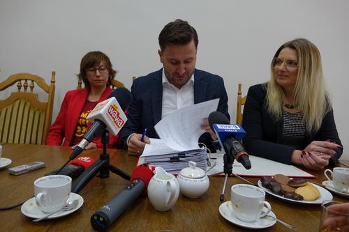 """kielce wiadomości Seria podwyżek na sesji Rady Miasta Kielce. Nie będzie za to sprawy pomnika """"Rzeź Wołyńska"""""""