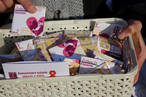 kielce wiadomości Razem rozdawali prezerwatywy na Rynku w Kielcach (WIDEO)