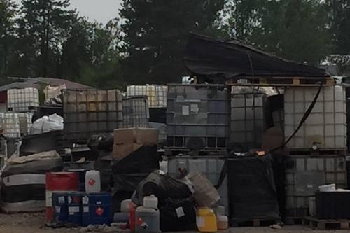 kielce wiadomości Kiedy uprzątną niebezpieczne składowisko chemikaliów w Nowinach?