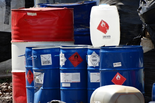 kielce wiadomości Chemikalia w Nowinach nadal nieuprzątnięte (ZDJĘCIA)