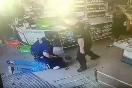 kielce wiadomości Dantejskie sceny w sklepie na Czarnowie. Zatrzymany złodziej rzucał butelkami (WIDEO)