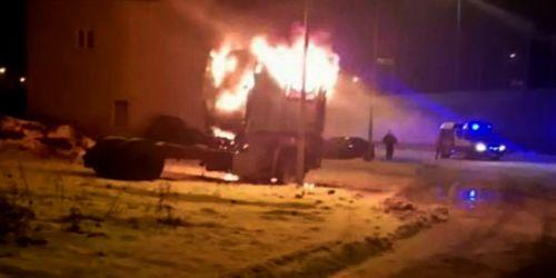 kielce wiadomości Policjanci uratowali kierowcę płonącej ciężarówki (WIDEO)