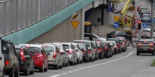 kielce wiadomości Malują wiadukt. Kierowcy stoją w korkach (ZDJĘCIA)