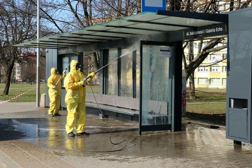 kielce wiadomości W Kielcach myją przystanki. Zostaną spryskane płynem do dezynfekcji