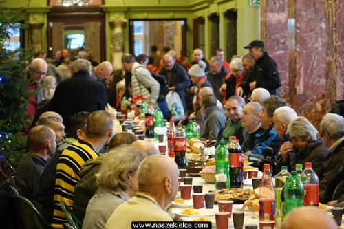 kielce wiadomości Bezdomni i samotni spotkali się na wigili w WDK (ZDJĘCIA,WIDEO)