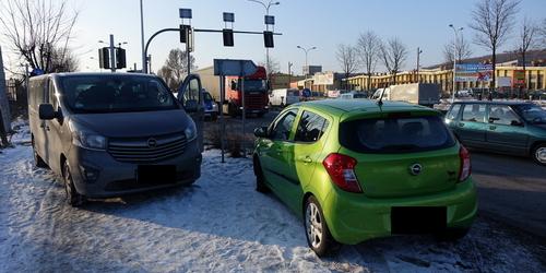 kielce wiadomości  Kolizja trzech aut na skrzyżowaniu. Korek miał ponad trzy kilometry (ZDJĘCIA,WIDEO)