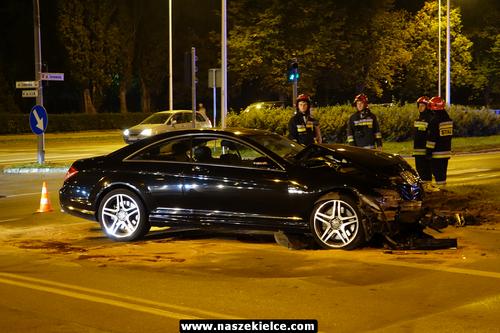 kielce wiadomości Mercedesem na czerwonym świetle. Wypadek w centrum Kielc (ZDJĘCIA)
