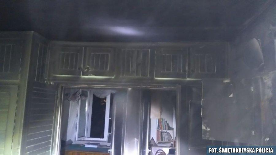 kielce wiadomości Policjant uratował starszą kobietę z pożaru mieszkania