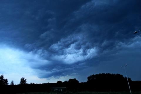 kielce wiadomości Przez region przechodzą intensywne burze. Lokalnie możliwy grad!
