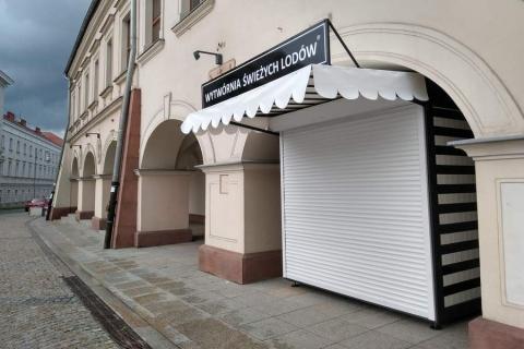 kielce wiadomości Samowola budowlana na kieleckim Rynku. Postawili bez zgody blaszaną budę przy zabytkowej kamienicy