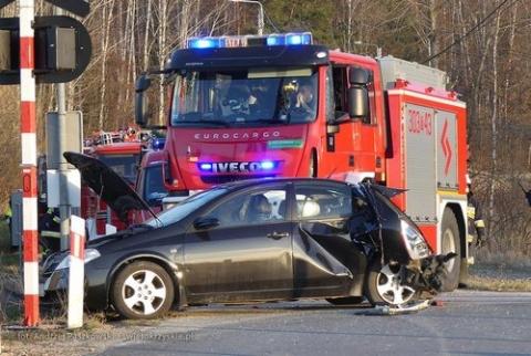 kielce wiadomości Pociąg uderzył w aut. Nikomu nic się nie stało!